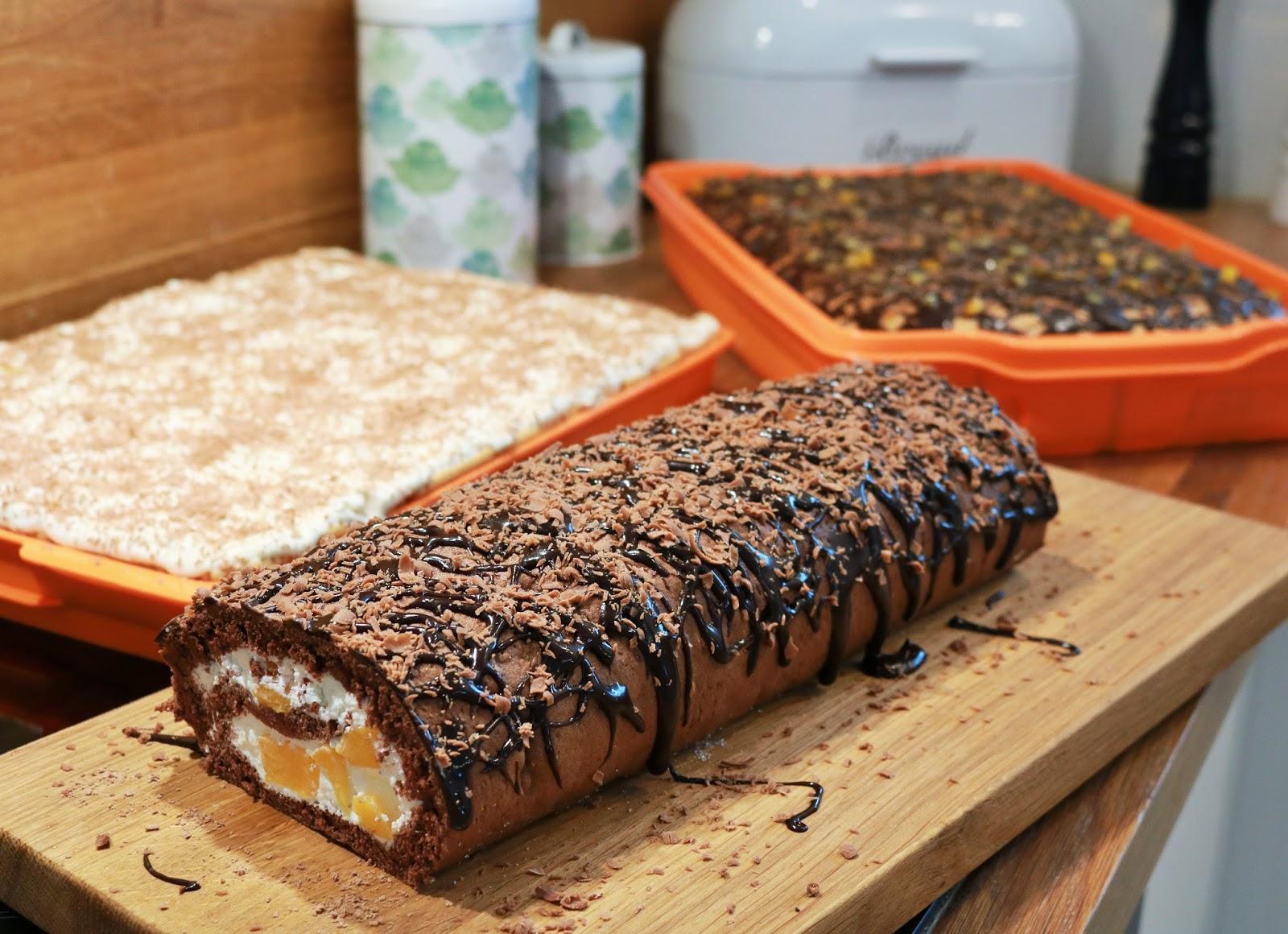 przepis na roladę czekoladową z brzoskwiniami