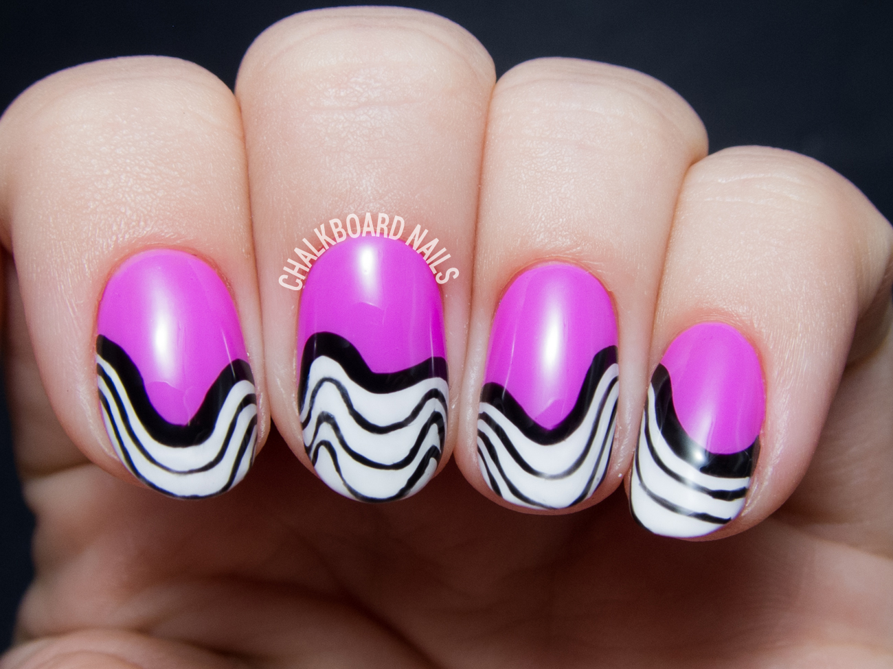Wavy freehand gel nail art by @chalkboardnails