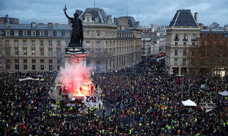 «Κίτρινα Γιλέκα»: Ένταση και επεισόδια σε όλη τη Γαλλία