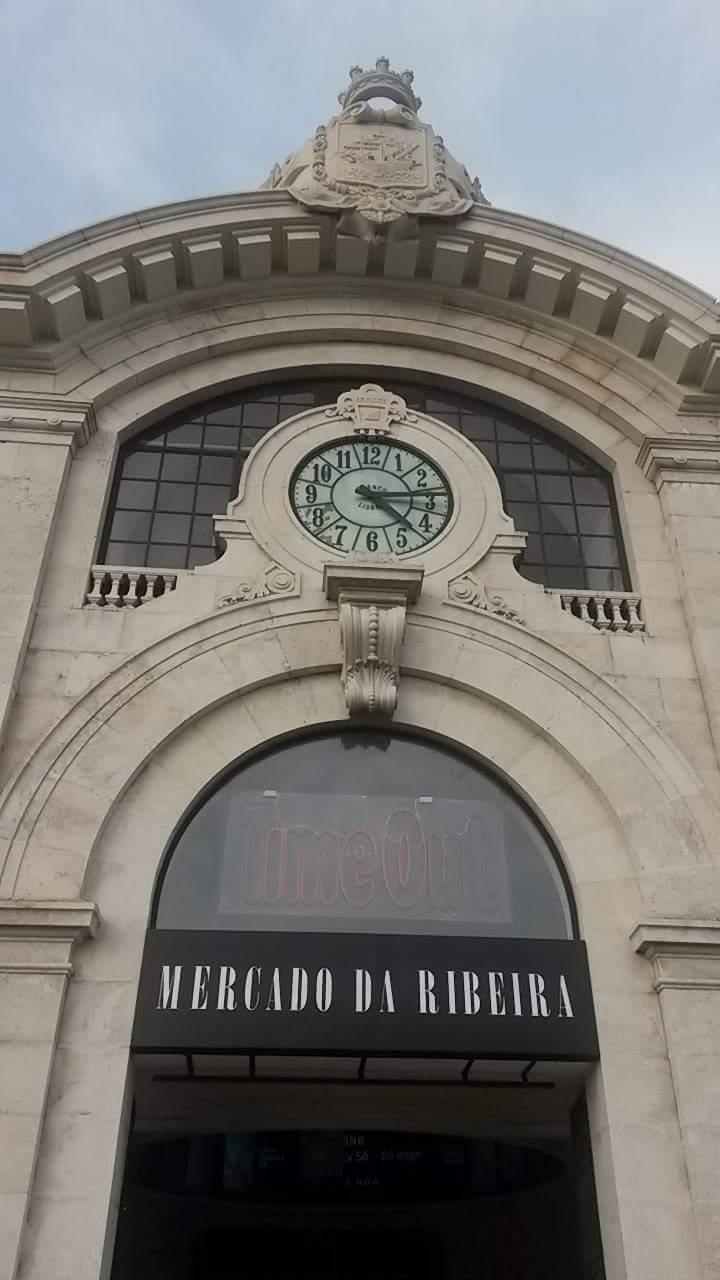 Fachada Mercado Da Ribeira en Lisboa, Portugal 1