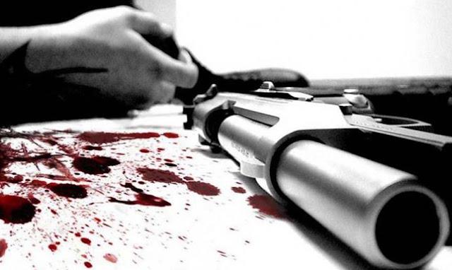 رجل يطلق النار على أولاده الثلاثة ويردي أحدهم ميتاً