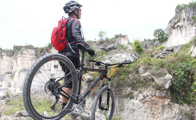 6 Perlengkapan Wajib Bersepeda, Termasuk Bikin Jersey Sepeda