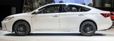 2017 Toyota Avalon Hybrid XLE Review UK