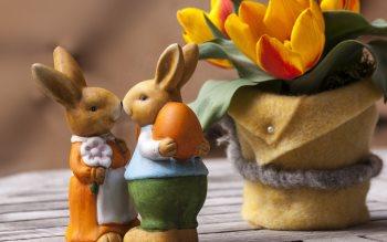 Wallpaper: Easter Bunny Figurines