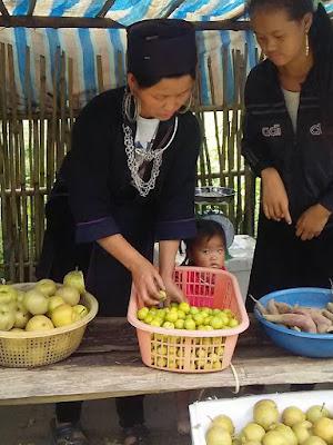 ベトナム山岳民族(ミャオ族)の露店