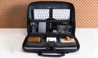 isi tas laptop