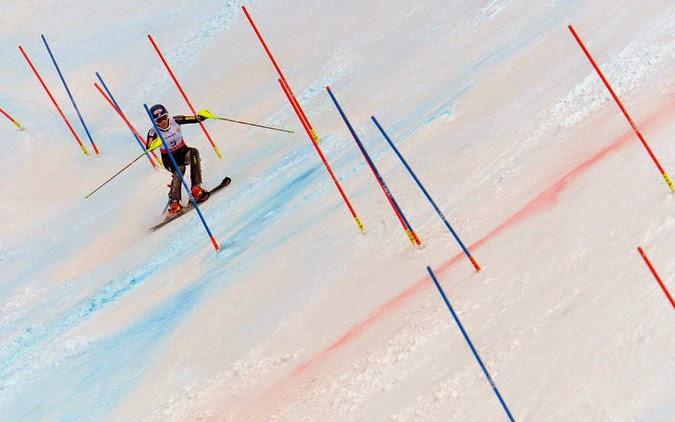 mikaela shiffrin skiing image