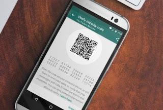 Whatsapp actualmente implementa un protocolo de cifrado de extremo a extremo, bastante confiable para eludir a fisgones malintencionados