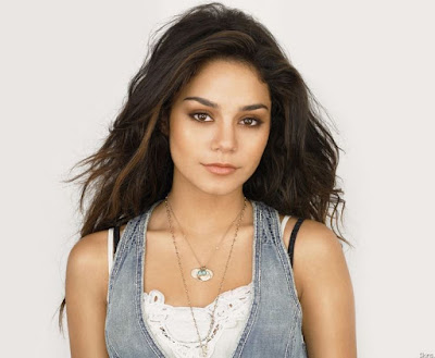 Vanessa Hudgens Artis Hollywood Tercantik 2016