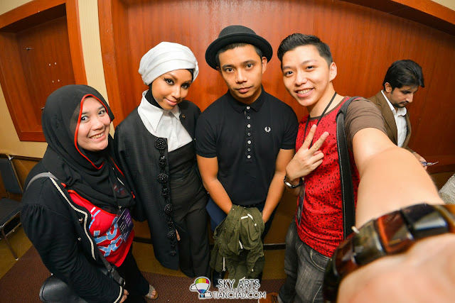 Together with Nana Eddy (My blogging partner of the day), MizzNina and Noh Salleh at The Shout Awards 2013