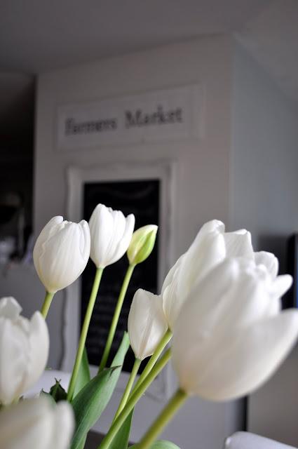 Tiptoe Through The Tulips Gyaru Makeup Tutorial: Restoration House: Tiptoe Through The Tulips