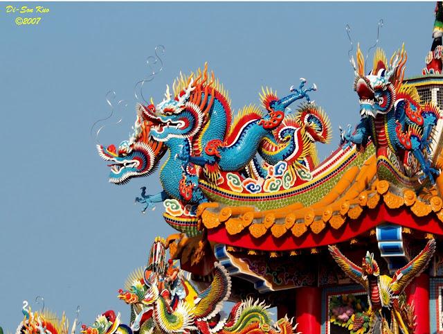 闽、台地区的庙宇室外建筑装饰工艺──剪瓷雕。(行云部落格)