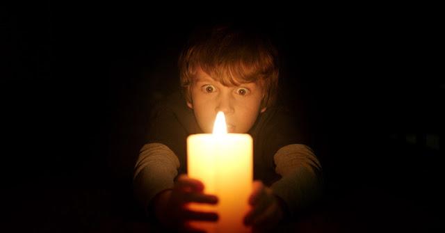 """Confira as imagens inéditas do terror sobrenatural """"Quando as Luzes se Apagam"""""""
