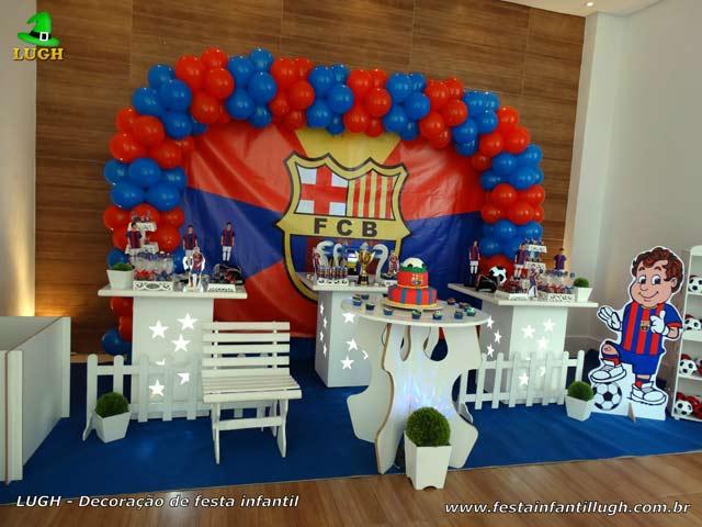 Decoração de futebol com o tema do Barcelona para festa infantil