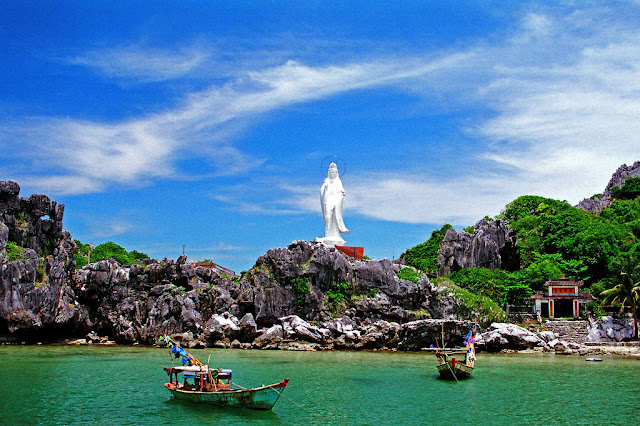 The Must Try Experiences on Mong Tay (Fingernail) Island