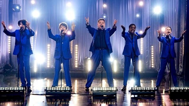 Os meninos de Stranger Things mostraram que podem chacoalhar o Mundo Invertido com música no The Late Late Show do James Corden