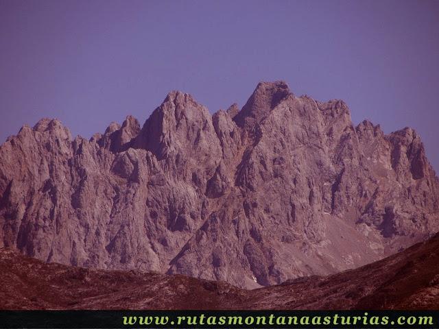 Ruta Lagos de Covadonga PR PNPE-2: Vista del Torrecerredo, desde la Porra de Enol