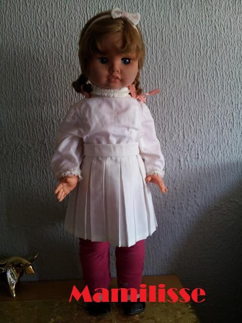 Muñeca Cristina con blusa y pantalones