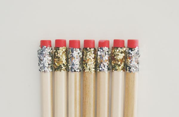 http://brunchatsaks.blogspot.com.es/2013/04/diy-glitter-pencils.html