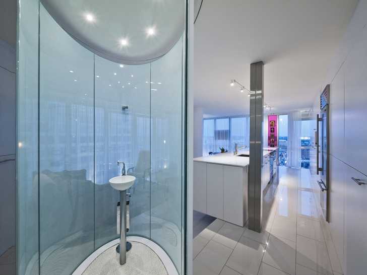 Round shower cabin in Modern apartment in Ottawa