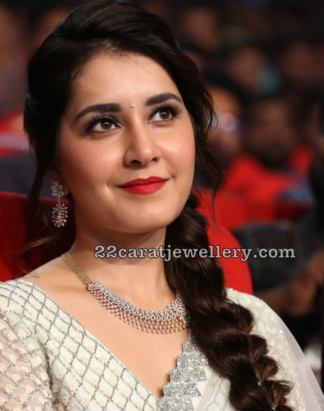 Rashi Khanna in Simple Diamond Set