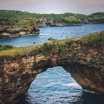 Pantai Pasih Uwug pantai nusa penida di bali lokasi