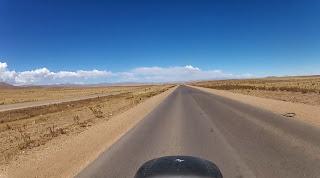 Retas enormes na Cordilheira dos Andes.