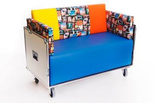 Sofá hecho con flightcase