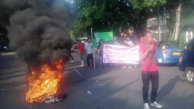 Gelar Unjuk Rasa, HMI : Jokowi Jangan Lindungi Koruptor, Ahok Terbukti Tipu Warga Dengan Cara Sistematis
