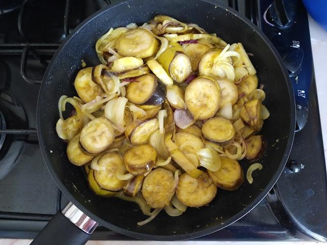 Банани з цибулею та каррі від шеф-повара Алена Пассара