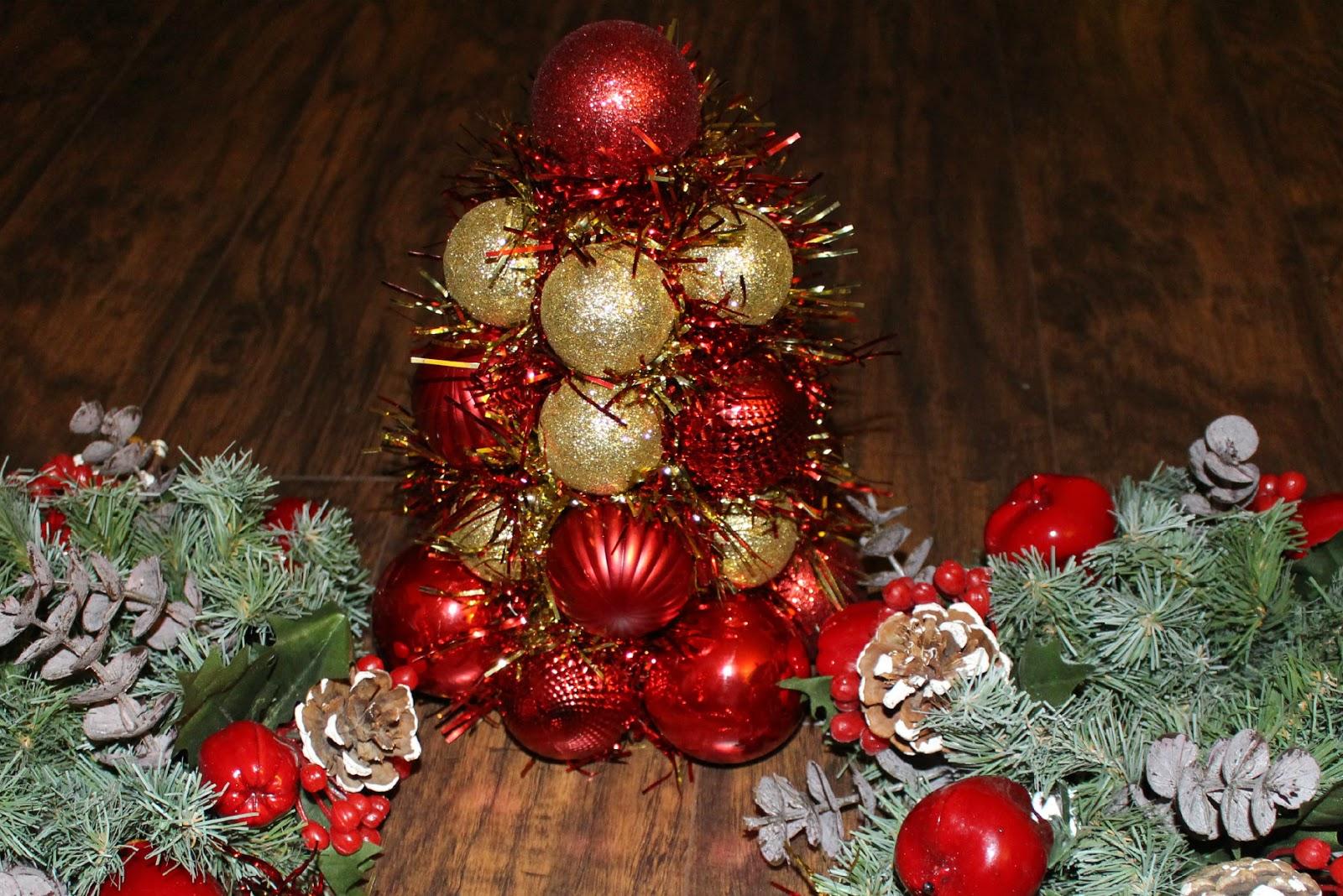 great hola a todos quiero como hacer este hermoso arbolito de bolas navideas que puedes usar como centro de mesa para tu cena navidea o como una with bolas - Imagenes Navideas
