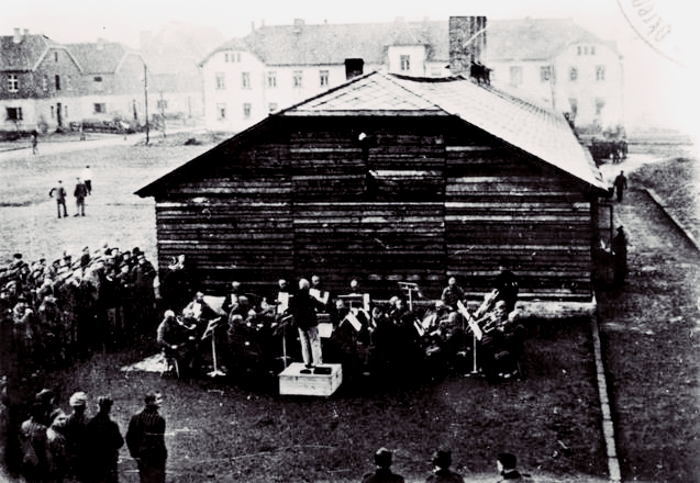 Orquestra de Auschwitz, Holocausto