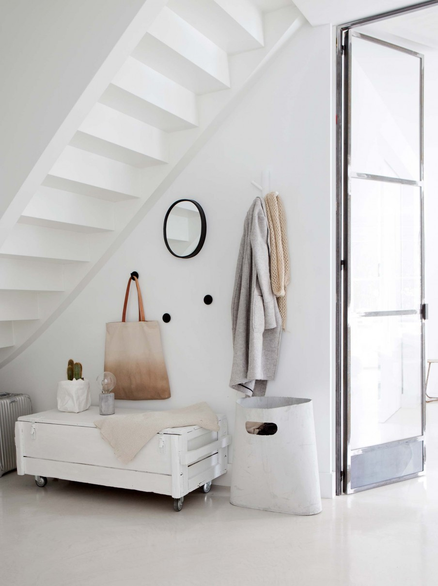 recibidor, entrada, como decorar, muuto, cemento, lampara cemento, estilo nordico, decoracion nordica, escandinava, maleta gris, baul, bolsa, interiorismo, barcelona, alquimia deco