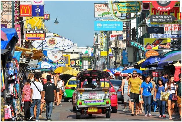 Suasana ramai di Khao San Road