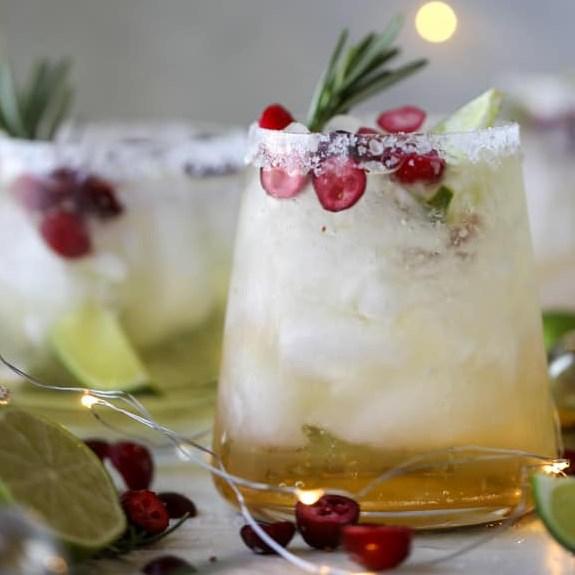MISTLETOE MARGARITAS #drink #christmas