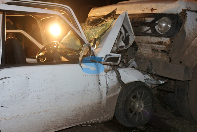 Gran accidente dos jóvenes en vehículo impactaron un camión estacionado