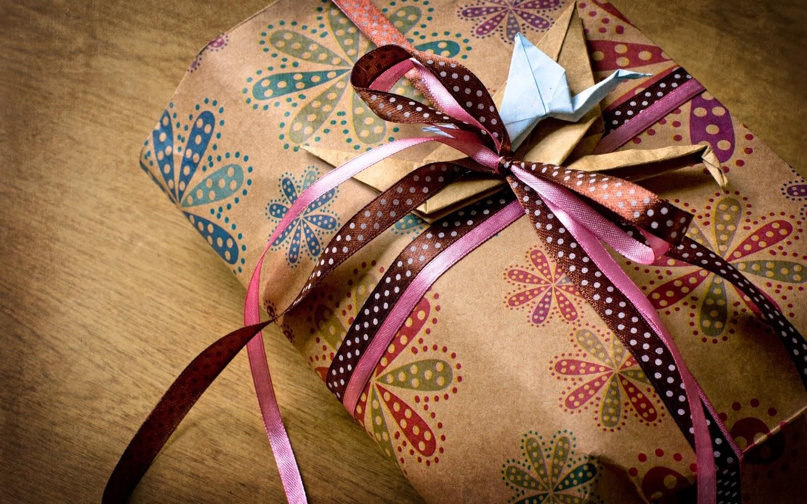 hadiah-kotak-liburan-pita-origami-kertas-foto-wallpaper-1680x1050