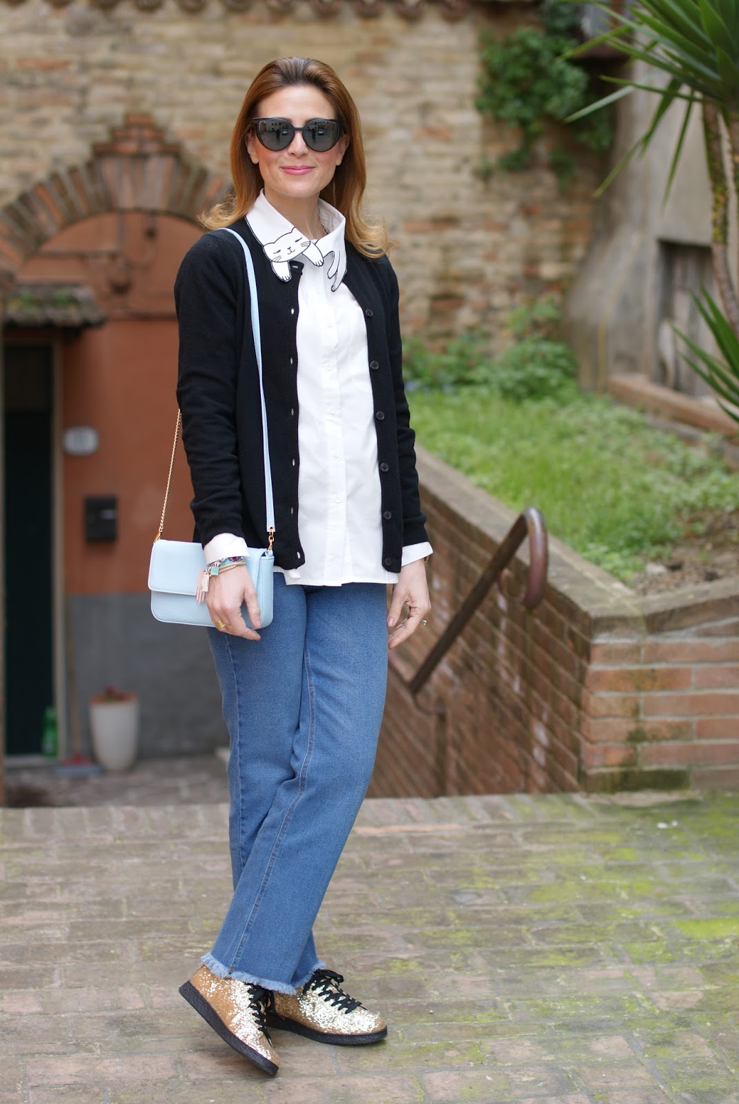 How to keep it simple yet special, White cat collar shirt, golden glitter sneakers on Fashion and Cookies fashion blog, fashion blogger style