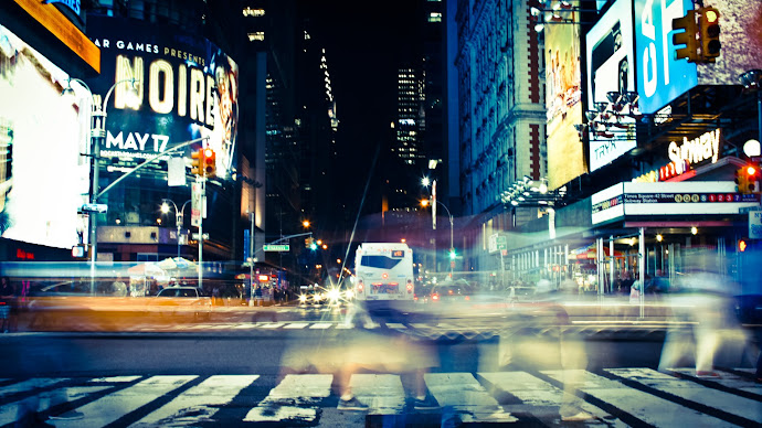 Wallpaper: Crossing Times Square