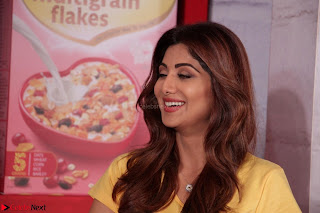 Shilpa Shetty super cute fit in Yellow T Shirt 6.JPG