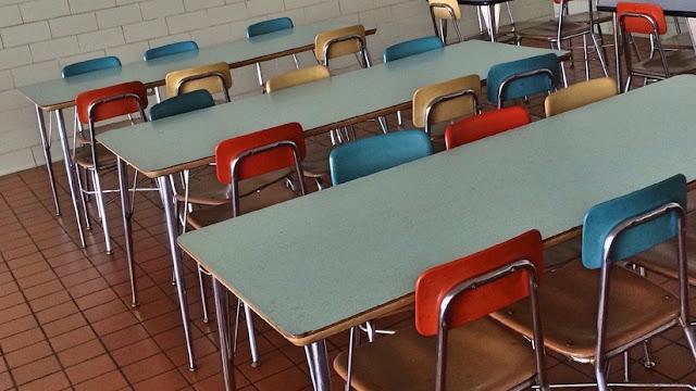 EE.UU.: Despiden a la empleada de un comedor escolar que dio comida a un estudiante sin dinero