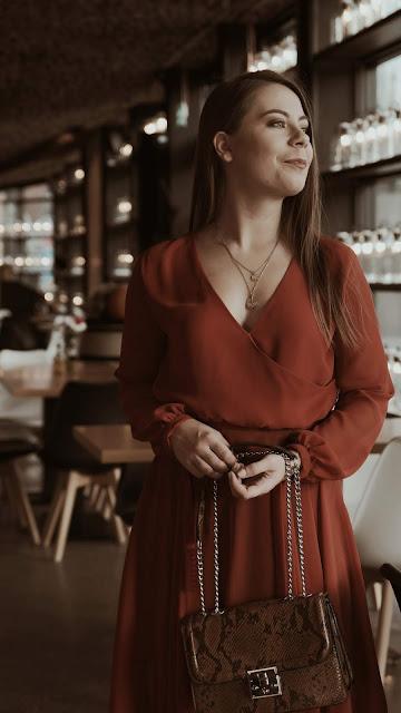 http://www.martiarti.pl/2018/12/uszylam-ceglasta-sukienka-z-szyfonu.html