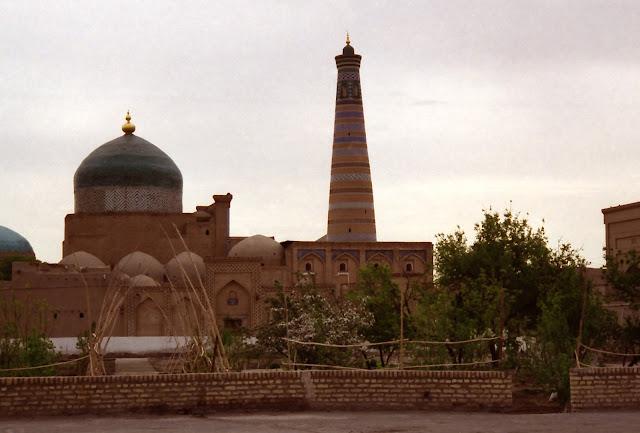 Ouzbékistan, Khiva, minaret Islam Khodja, Mausolée Pakhlavan Mahmoud, © L. Gigout, 2012