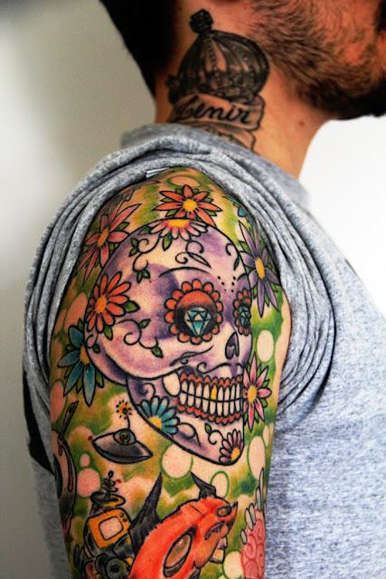 Tatuagem Masculina New School Braço Caveira Mexicana