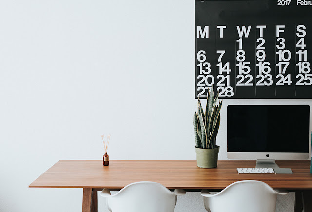 How I Plan Blog Content All Year Round! Tips & Tricks for planning, organizing, and creating blog content all year long!