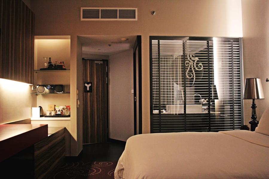 travel blogger hotel room