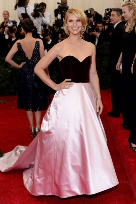 Claire Danes in a red and pink Oscar de la Renta gown at the Met Gala 2014