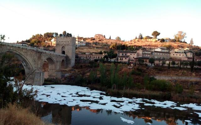 El río Tajo a su paso por Toledo.