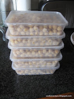 chickpeas in containers for the freezer