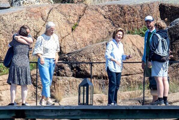 Queen Sonja, Crown Princess Mette-Marit and their children Princess Ingrid Alexandra, Prince Sverre Magnus and Maud Angelica